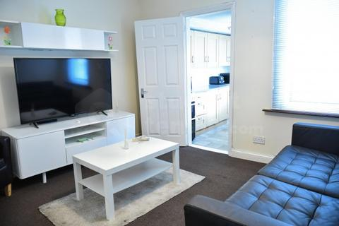 4 bedroom house share to rent - East Street