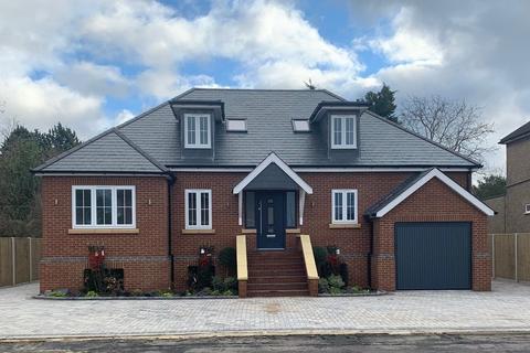 5 bedroom detached house for sale - Oak Avenue, Egham, TW20