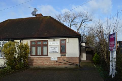 2 bedroom bungalow for sale - Cecil Avenue, Hornchurch