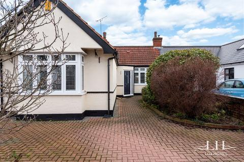 3 bedroom bungalow for sale - Elmhurst Drive, Hornchurch