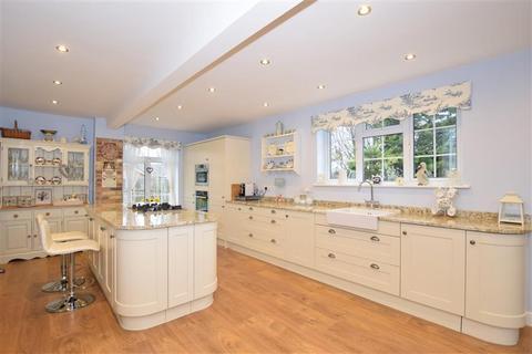 5 bedroom detached bungalow for sale - Old Lain, Harrietsham, Maidstone, Kent