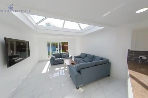 10 bedroom house to rent - 74 BOURNBROOK: 10 BEDROOM ENSUITE HOUSE