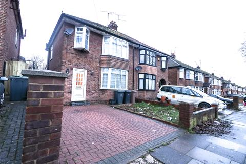 3 bedroom semi-detached house to rent - Humberstone road, luton.