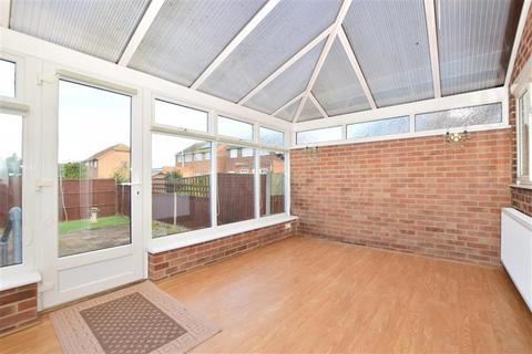 3 bedroom semi-detached house for sale - Minster Road, Minster On Sea, Sheerness, Kent