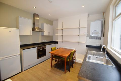 6 bedroom terraced house to rent - Cemetery Road, Ecclesall Road 6 Bed Student House, Sheffield S11 8FS