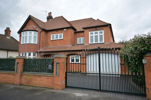 6 bedroom detached house for sale - Wykeham Avenue, Borders of Emerson Park, Hornchurch, RM11