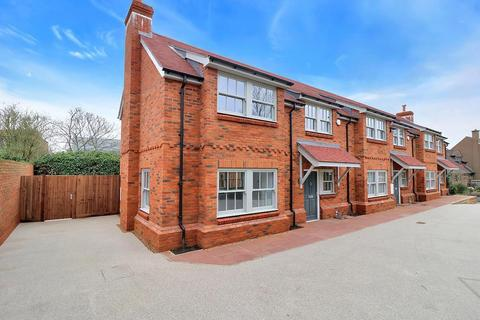 3 bedroom semi-detached house for sale - off Windsor End, Beaconsfield, HP9