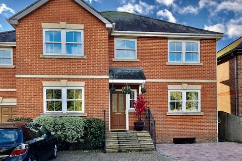 3 bedroom house share to rent - Staines upon Thames, Surrey, TW18