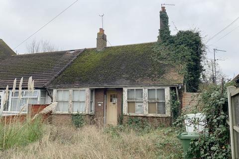 2 bedroom semi-detached bungalow for sale - 223 Minster Road, Minster-on-Sea, Sheerness, Kent
