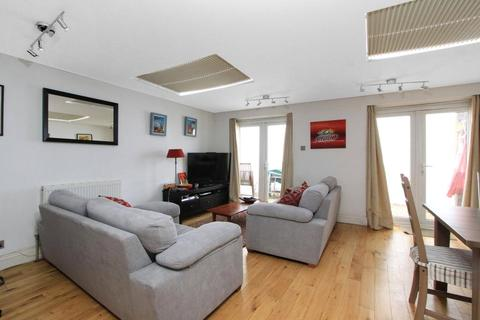 3 bedroom apartment to rent - Cannon Street Road, London, E1