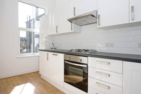3 bedroom apartment to rent - Landor Road, London, SW9
