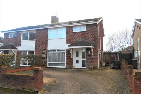 3 bedroom semi-detached house for sale - Severn Way, Bedford, Bedfordshire, MK41 7BU