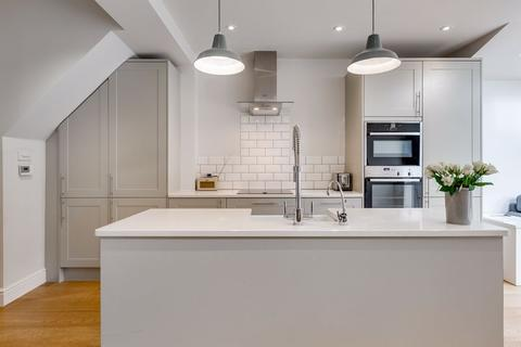 4 bedroom terraced house for sale - Elborough Street, London
