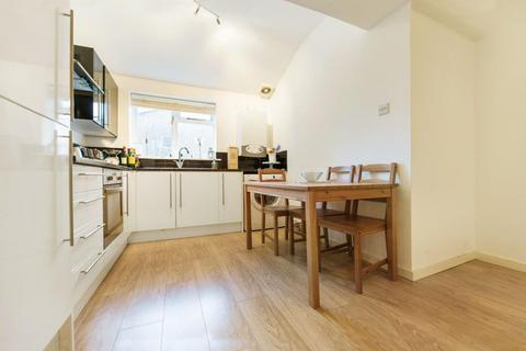 2 bedroom flat to rent - Bedford Road, SW4