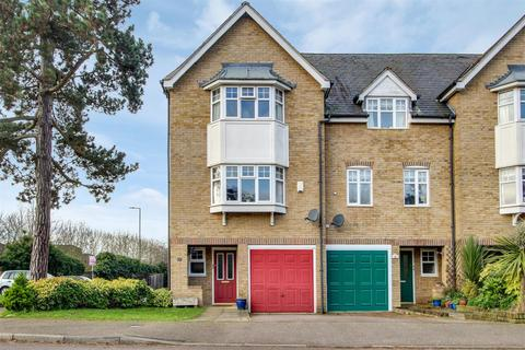 3 bedroom end of terrace house for sale - Lilbourne Drive, Hertford