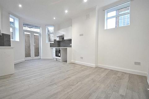 2 bedroom flat for sale - Oakleigh Road North, London