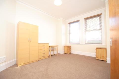 3 bedroom flat to rent - Lyndhurst Road, London