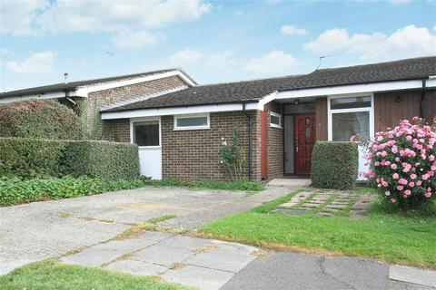 4 bedroom detached bungalow to rent - Ulcombe Gardens, Canterbury
