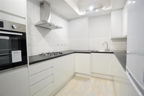 2 bedroom flat to rent - Britten Close, NW11
