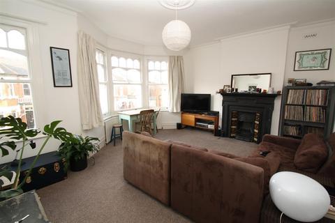 2 bedroom house share to rent - Osborne Road, London N13
