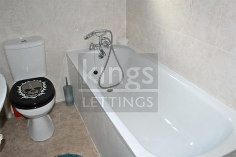 2 bedroom maisonette to rent - Dowsett Road, London