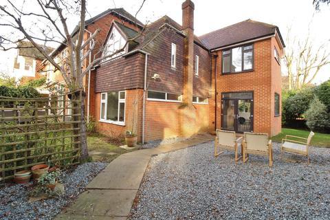 5 bedroom end of terrace house for sale - Egerton Road, Weybridge