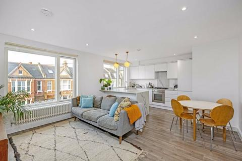 1 bedroom flat for sale - Ramsden Road, Balham