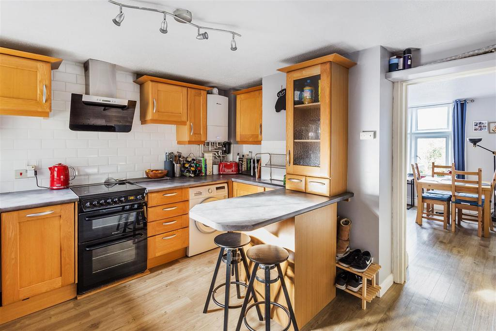 Kings Road Haslemere 1 Bed Apartment For Sale 163 199 950
