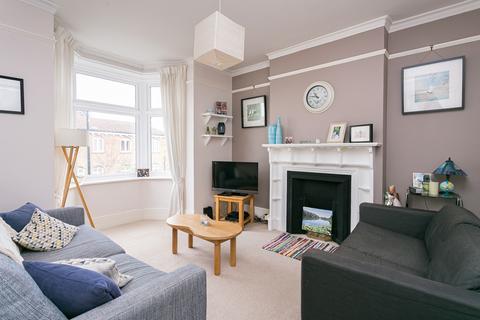 3 bedroom flat for sale - Ellison Road, Streatham