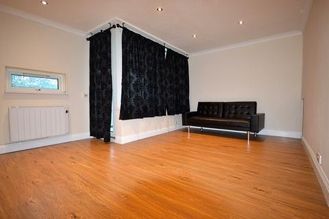3 bedroom flat to rent - Abbot House, Smythe Street, London, E14