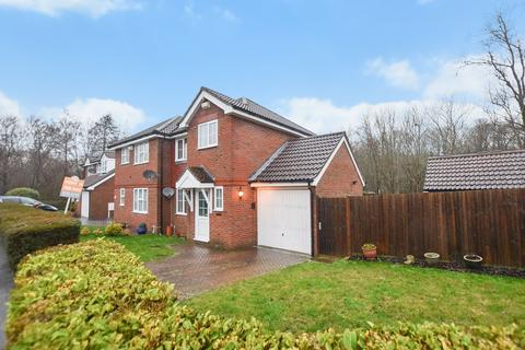 3 bedroom semi-detached house for sale - Farrier Close, Ashford