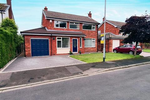 3 bedroom detached house for sale - Burnham Close, Culcheth, Warrington, WA3 4LJ