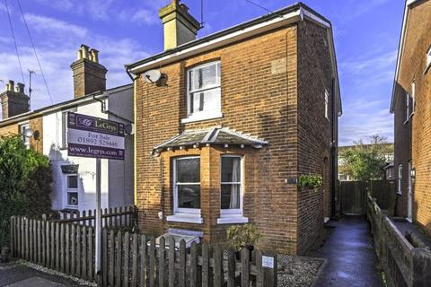 2 bedroom detached house for sale - Meadow Road, Southborough