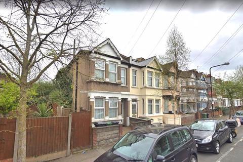 3 bedroom semi-detached house to rent - Three Bedroom House to Let - Borwick Avenue, E17 (£1,800pcm)