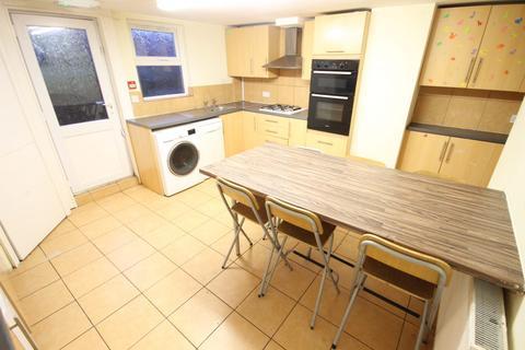 6 bedroom end of terrace house to rent - Headingley Mount, Headingley, Leeds, LS6 3EL