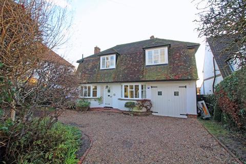 3 bedroom detached house for sale - The Ridge Way, Sanderstead, Surrey