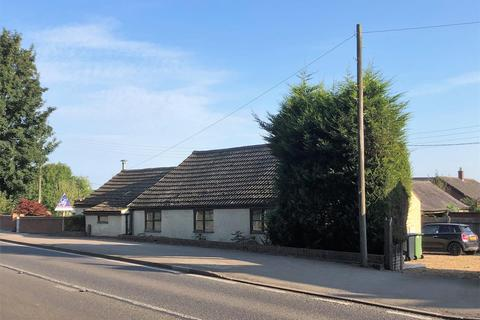 3 bedroom bungalow - Uppingham Road, Tugby