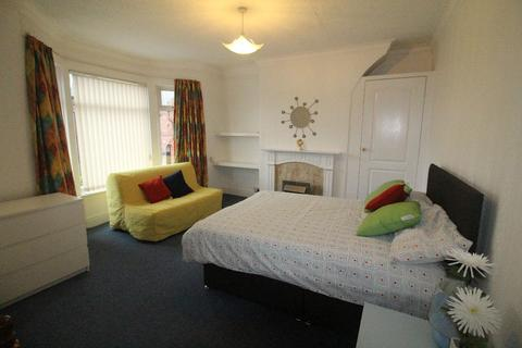 4 bedroom house share to rent - Spacious Room Available on Derby Lane, Liverpool