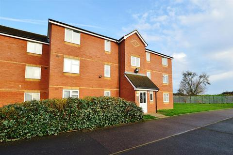 2 bedroom flat for sale - Lovegrove Drive, Slough