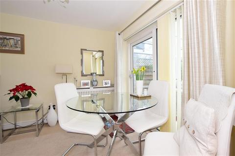 3 bedroom terraced house for sale - Shillibeer Walk, Chigwell, Essex