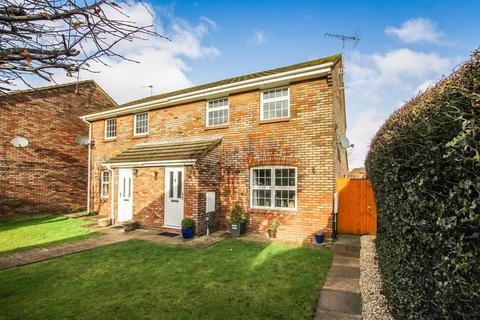 3 bedroom semi-detached house for sale - Hunters Close, Tring