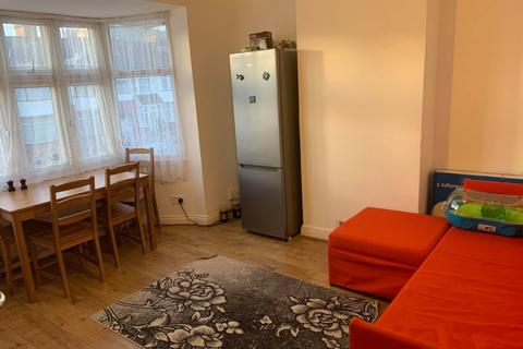 2 bedroom apartment to rent - Leybourne Road, Kingsbury, NW9