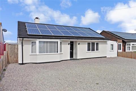 2 bedroom detached bungalow for sale - Ford Close, Herne Bay, Kent