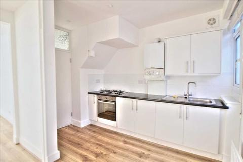 4 bedroom semi-detached house to rent - Addison Road, Enfield