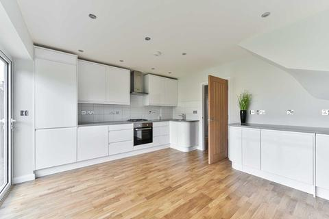 4 bedroom detached house to rent - Headley Close, Epsom