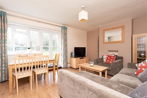 3 bedroom flat for sale - Esher Gardens, LONDON, SW19