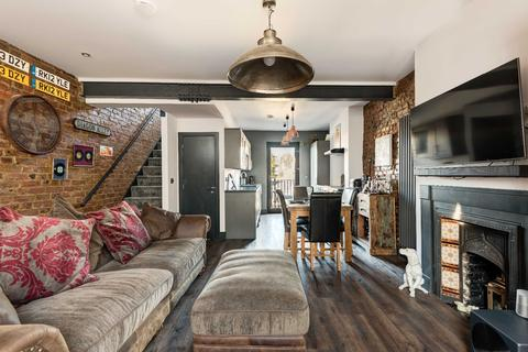 2 bedroom terraced house to rent - Manor Road, Hastings