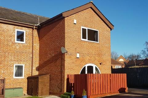 2 bedroom ground floor flat for sale - Hudson Court, Market Weighton, York, YO43 3HD