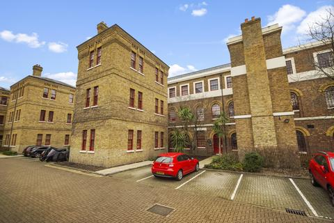 3 bedroom apartment for sale - Osterley Gardens, Hanwell Borders, UB2