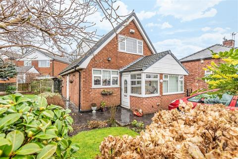 3 bedroom bungalow for sale - Lawnswood Drive, Swinton, Manchester, M27 5NH